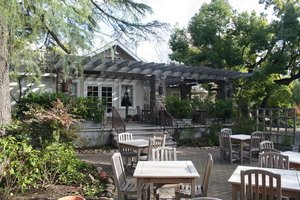 Romantic Dining, Wine and Roses Restaurant